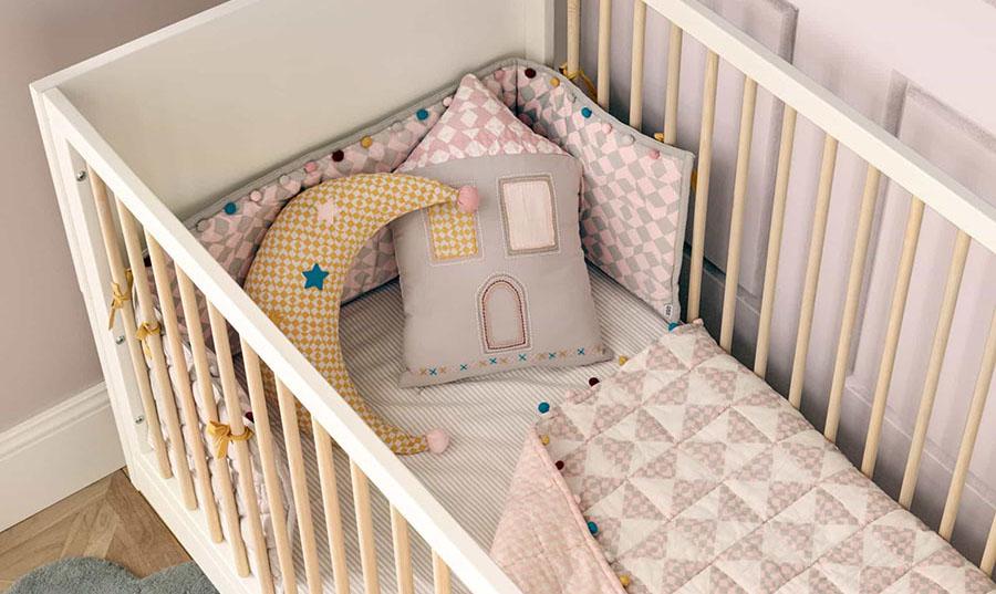 Babaszoba enteriőrök – kiegészítők szerepe a babaágyban