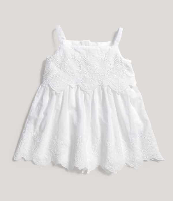 Fehér hímzett ruhácska