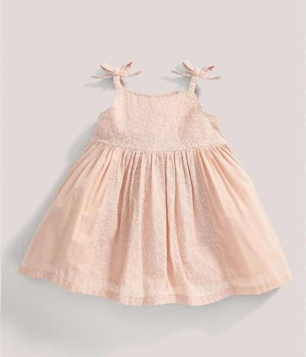 Hímzett ruha