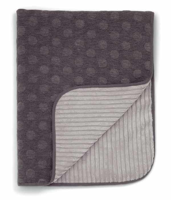 Kötött takaró – 70 x 90cm – Szürke pöttyös