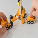 Plan Toys - Emelős autók